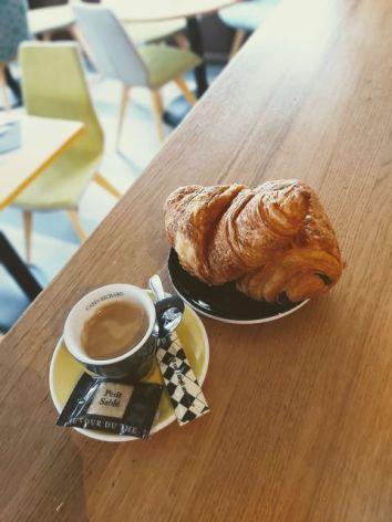 14-Cafe-croissant.jpg