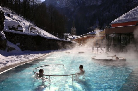 6-les-bains-du-rocher-bains-exterieur.jpg