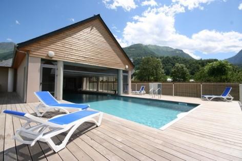 8-HPRT96---Domaine-du-Val-de-Roland---piscine-ete.jpg