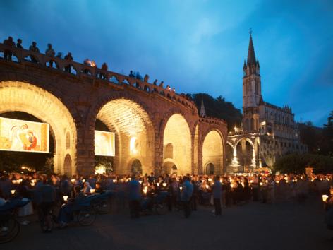 3-1-Lourdes---Flambeaux.jpg