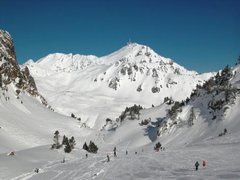 8-Grand-Tourmalet-Piste-vue-sur-Pic-du-Midi.JPG