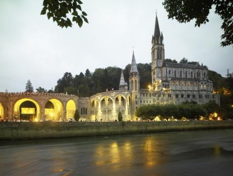 13-Lourdes---Basilique-et-gave.jpg