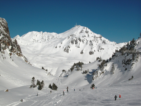 0-Grand-Tourmalet-Piste-vue-sur-Pic-du-Midi.JPG