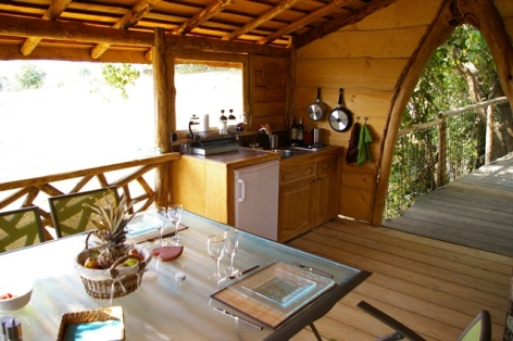 5-HPCH98---Cabane-perchee-VITZ---cuisine-2.JPG