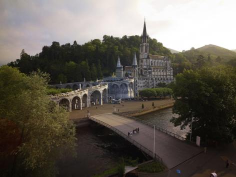 4-5-Lourdes---Basilique-et-gave1.jpg