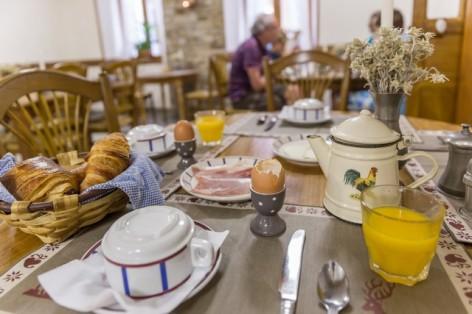 10-Votre-hotel-petit-dejeuner--3-.jpg