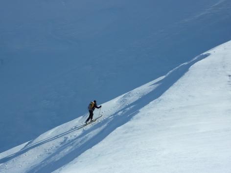 2-Skieur-qui-monte.JPG