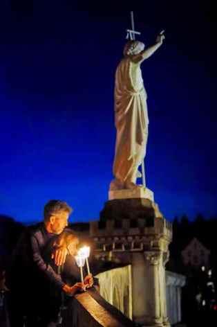 9-Lourdes-3.jpg