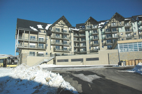 0-HPRT100---Residence-Les-Adrets---facade-hiver.JPG