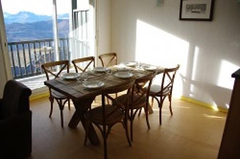 3-HPRT100---Residence-Les-Adrets---table.jpg