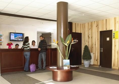 10-HPRT5-residence-de-tourisme-Mer-et-Golf-Pic-du-Midi-reception.jpg