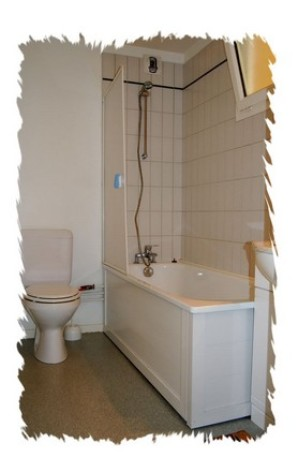 3-RES-LA-PEYRIE-Ttes-salles-bains-2011.JPG