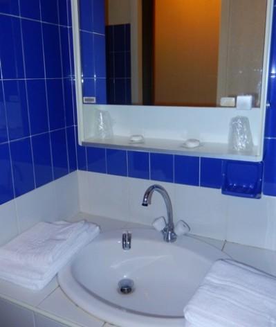 8-HPVILVAC1---vv-CEVEO---sdb-lavabo.jpg
