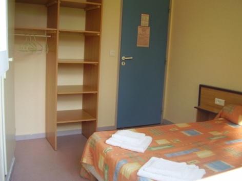 1-chambre1-centredevacanceclairevie-argelesgazost-hautespyrenees.jpg