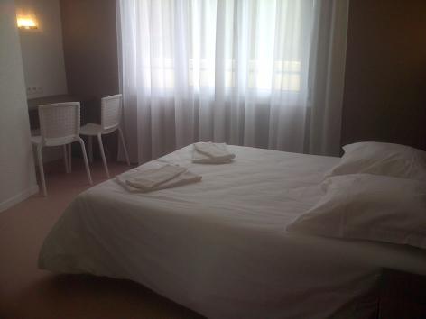 1-chambre1-clairevie-argelesgazost-HautesPyrenees-2.jpg
