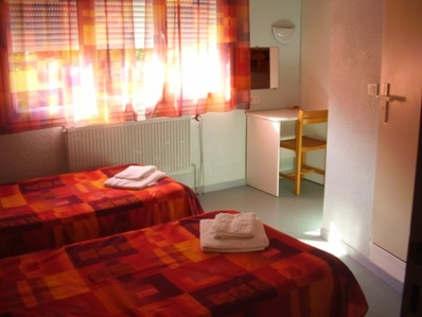 2-chambre2-centredevacanceclairevie-argelesgazost-hautespyrenees.jpg