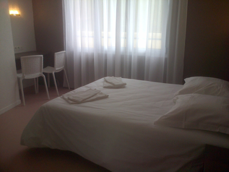7-chambre1-clairevie-argelesgazost-HautesPyrenees.jpg
