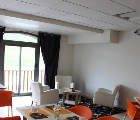 4-HPRT20---Residence-Mer-et-Golf-Tourmalet---salon.jpg