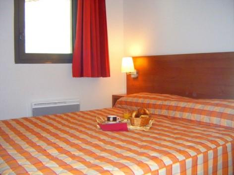 8-HPRT20---Residence--Mer-et-Golf-Tourmalet---chambre--2-.jpg