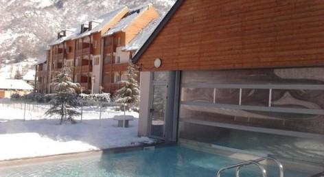 25-HPRT96---Domaine-du-Val-de-Roland---piscine-hiver.jpg