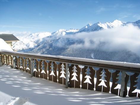 11-HPRT10---Les-chalets-de-l-Adet---terrasse-hiver.jpg