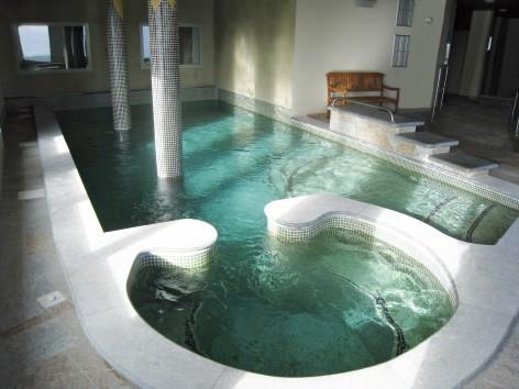 8-HPRT10---Les-chalets-de-l-Adet---piscine3.jpg