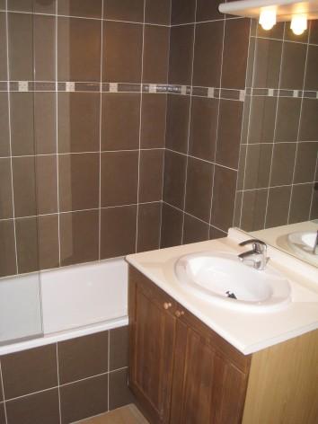 9-HPRT10---Les-chalets-de-l-Adet---salle-de-bain.jpg