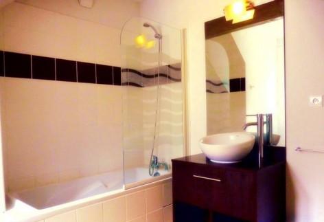 9-HPRT122---Les-Balcons-de-l-Yse---salle-de-bain-2.jpg